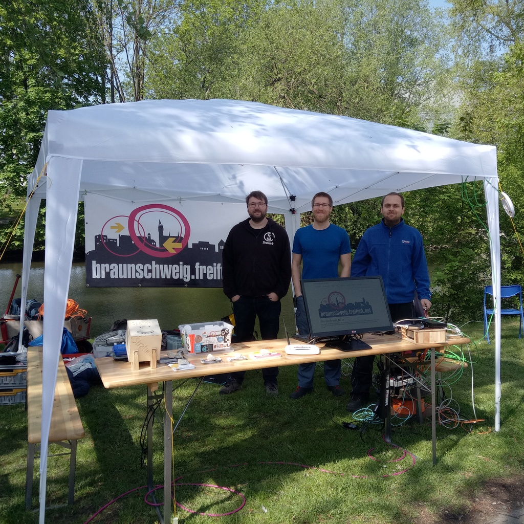 source/images/posts/2019-05-01-freifunk-erstermai/stand.jpg